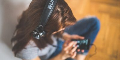 Best Self-Improvement Podcasts for Your Commute